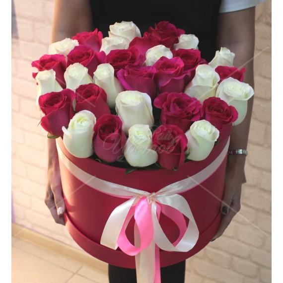 Арт. 0225. Роза 50см 31шт, круглая коробка, атласная лента