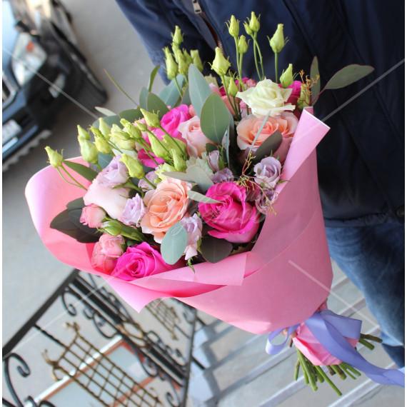 Арт. 0003. Роза 50см 9шт, кустовая роза 3шт, эустома 3шт, эвкалипт 1, крафт-бумага, атласная лента