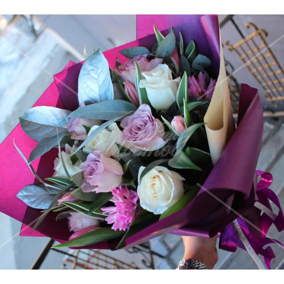 Арт. 0029. Роза 50см 9шт, тюльпан 4шт, гиацинт 2шт, салал 3, матовая пленка, атласная лента