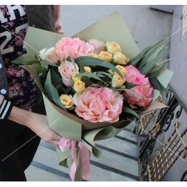 Арт. 0055. Роза 50см 7шт, куст.роза 3шт, эвкалипт 1, матовая пленка, атласная лента