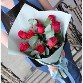 Арт. 0105. Роза 50см 9шт, эвкалипт 1, матовая пленка, атласная лента