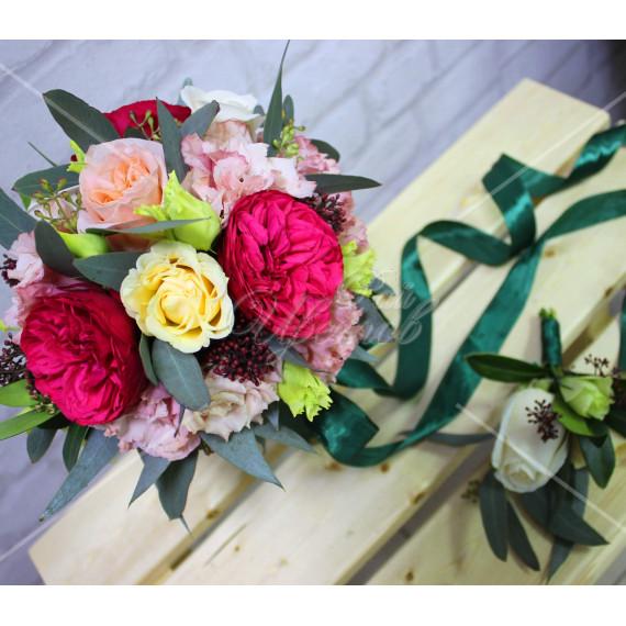 Арт. 0352. Пионовидная роза 3шт, куст.роза 3шт, роза 50см 4шт, эустома 5шт, эвкалипт 2, портбукет